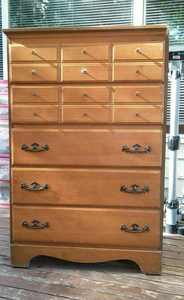 Dresser furniture in federal way wa offerup for Furniture federal way