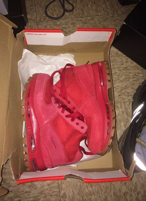 ALL RED NIKE BOOTS SIZE 4