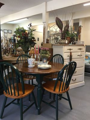 Hutch And 5 Piece Dining Set