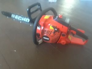 18 inch echo chainsaw like new!! Starts on first pull
