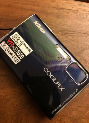 Nikon Coolpix Nikkor Lens Pocket Digital Camera 8MP with Charger and TV connection cables