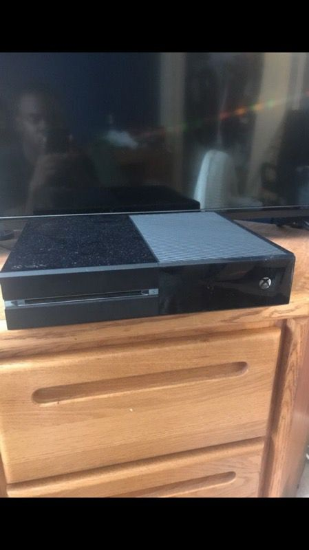 Xbox One 500GB + 4 games