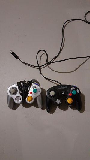2 Nintendo GameCube controllers