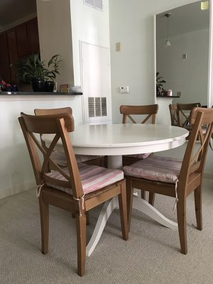 Extendable table and chairs for sell
