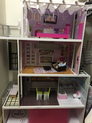 Girl modern doll house toy