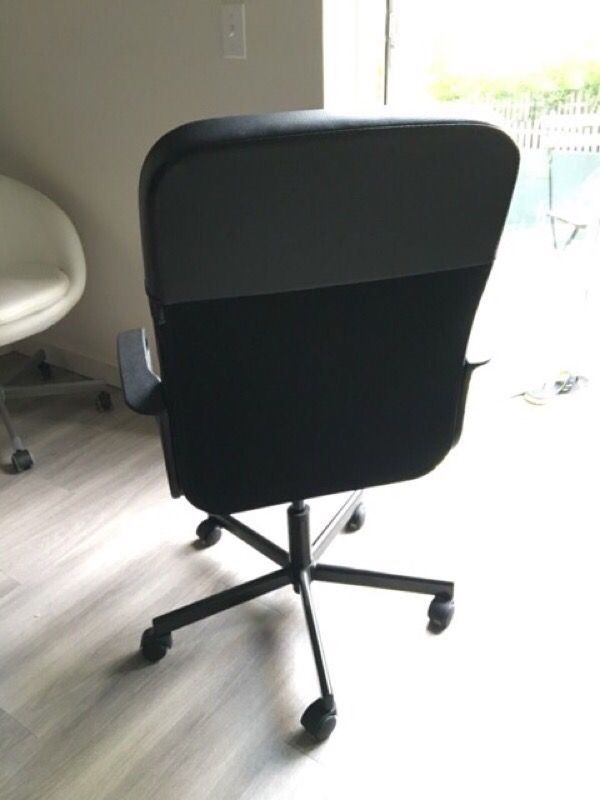 Ikea black office chair w swivel fingal furniture in for Furniture movers seattle