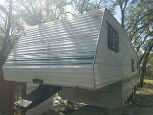 28 feet 5th wheel camper. Perfect condition