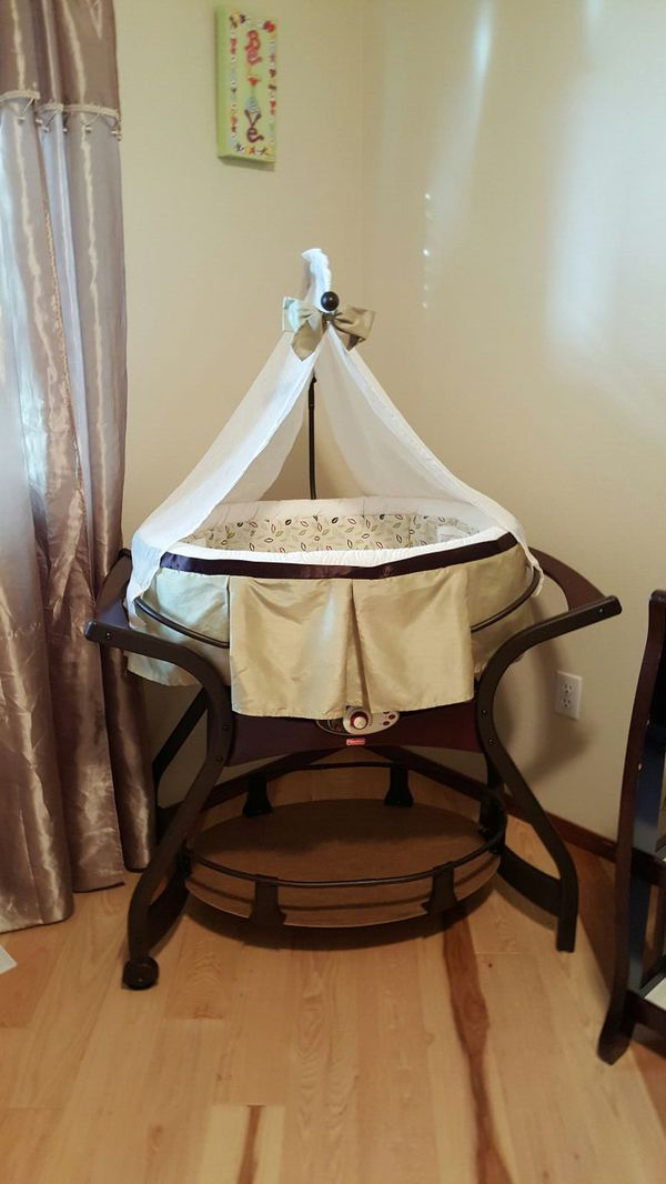 how to get baby to stay in bassinet