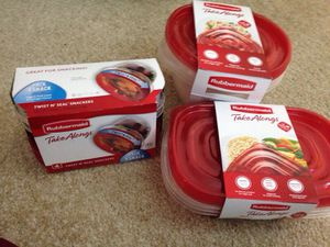 ****** 3 Sets Rubbermaid Containers for food. Please See All The Pictures