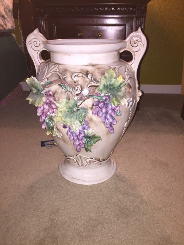 Large Capodimonte Vase Collectibles In Fairfield Ca