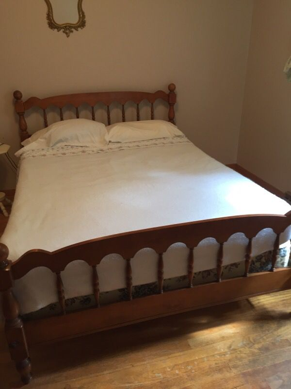 7 Piece Traditional Solid Maple Bedroom Set (Furniture) in DeKalb ...