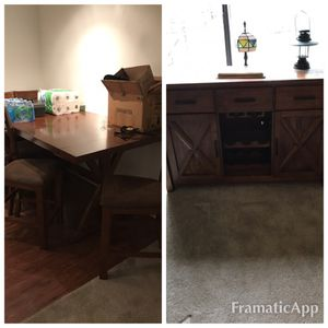 Dining room table / Armoire