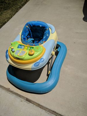 Baby walker with removable play tray