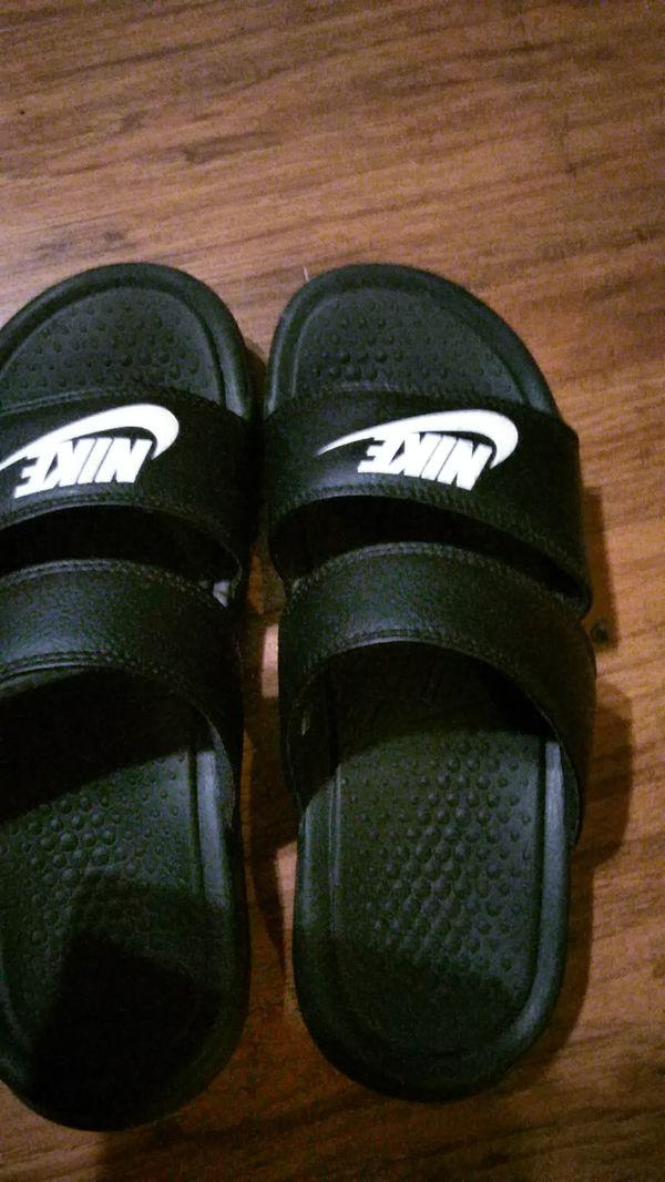 7eb13ab68934 Nike Benassi Duo Women s Slides (Clothing   Shoes) in Tacoma