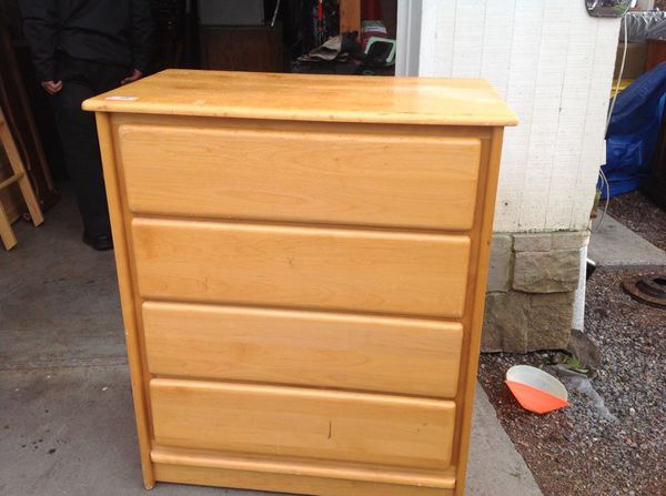 Dresser furniture in everett wa offerup for Bedroom furniture 98203