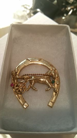 14k HORSE AND BUGGY PIN