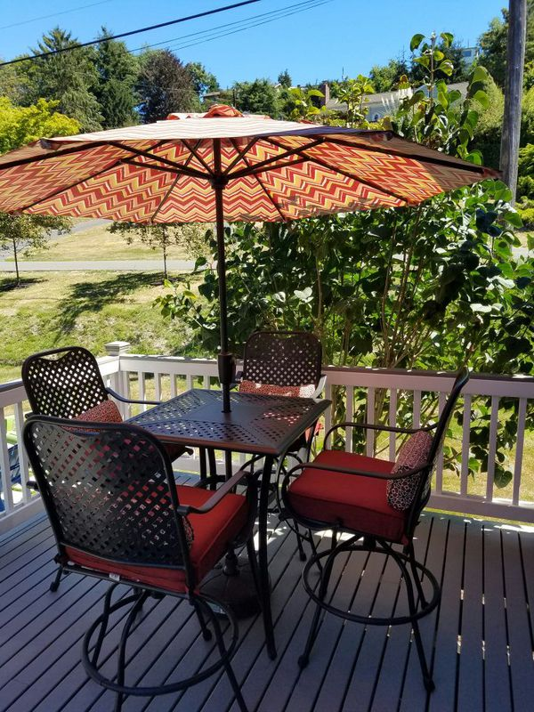 Outdoor dining set with umbrella furniture in seattle for Furniture pick up seattle