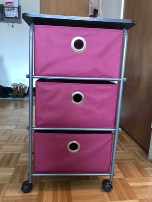 Maroon rolling drawers— great extra storage!