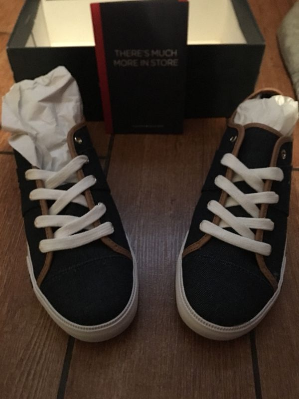 b280fcf842e8 Tommy Hilfiger sneakers 9.5 women s pick up in montebello sale ends at 5pm   40 (Clothing   Shoes) in Montebello