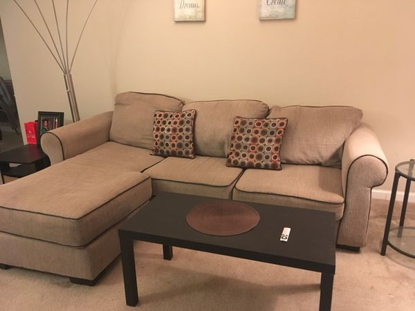 Living room coach with living room table (Furniture) in St. Louis ...