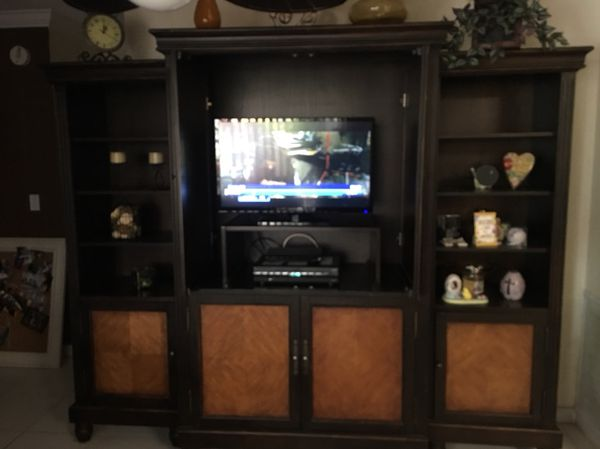 Wall unit TV INCLUDED (Furniture) in Boca Raton, FL - OfferUp