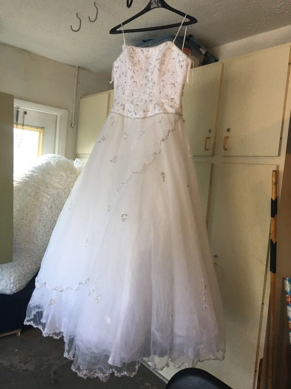 Wedding dress size 8 (Clothing & Shoes) in Bradenton, FL - OfferUp