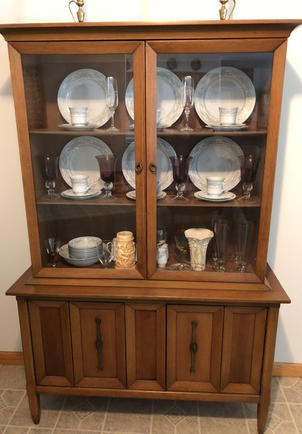 Maple China Cabinet And Matching Dining Room Table With 4 Chairs