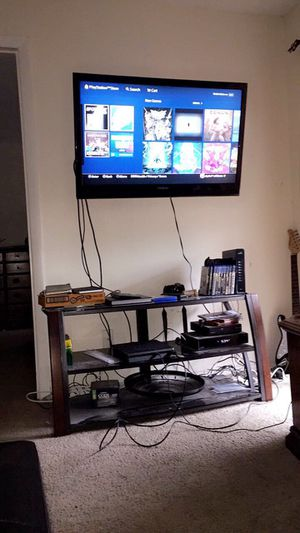 42' Insignia TV and TV Stand