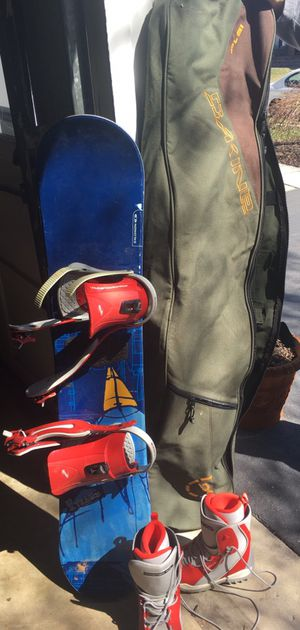 Salomon snowboard, boots & bag