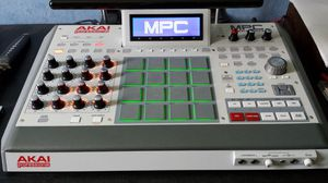 AKAI MPC RENAISSANCE-Very Low Use, Low $$$