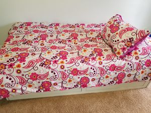 Bed Bath and Beyond Reversible Pink and White Set