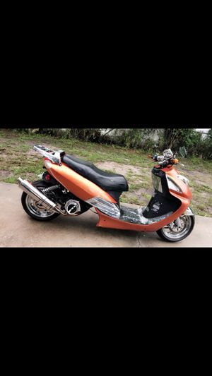 IMMACULATE CONDITION 150cc CUSTOM GAS SCOOTER 2012