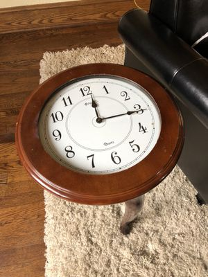 Operable clock table