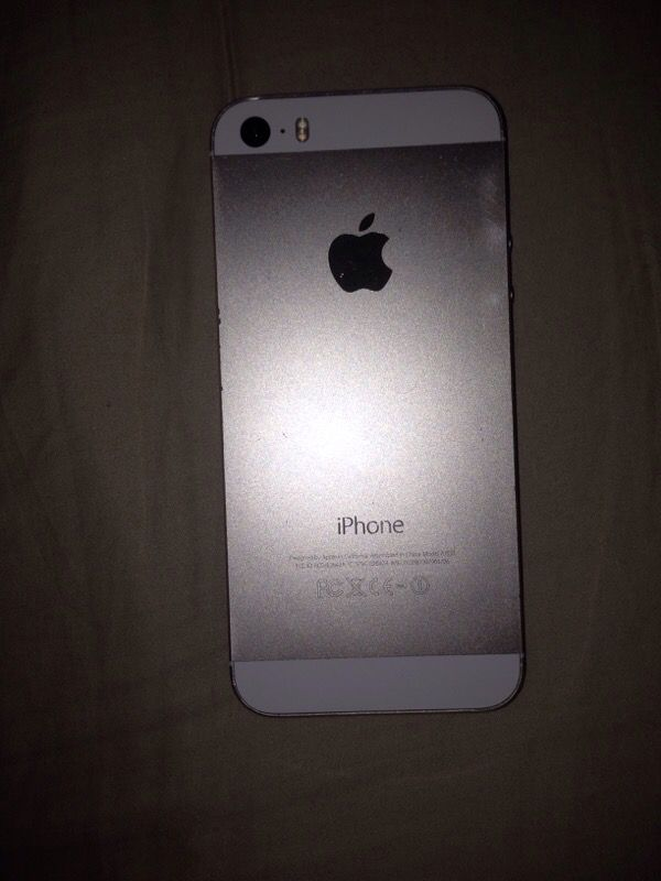 iphone 5s unlocked new iphone 5s unlocked 16gig like new with charger clean 14887