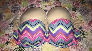 34 D strapless *VS*