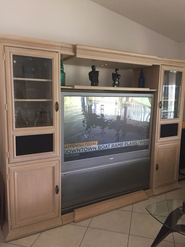 Expandable Hooker wall unit (Furniture) in Naples, FL - OfferUp