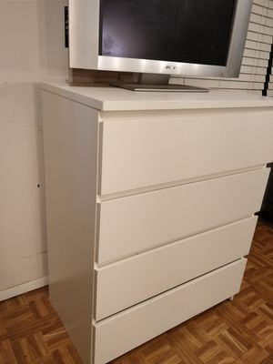 Like new white chest dresser/TV stand with big drawers in very good condition, all drawers sliding smoothly,