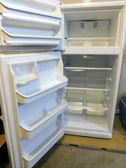 Kenmore Refrigerator - White - 18.2 cu ft