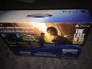 PlayStation 4 almost brand new in the box only used few days!!