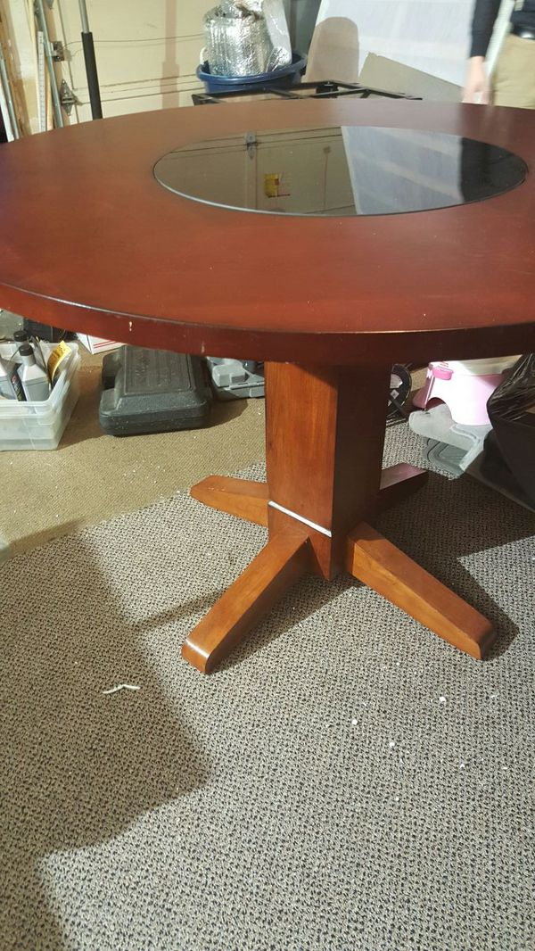 Round dining table furniture in seattle wa offerup for Furniture tukwila wa