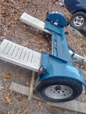 Tow dolly 2014 in excellent condition like new