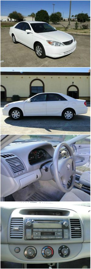 look 2OO4 Toyota Camry white very clean