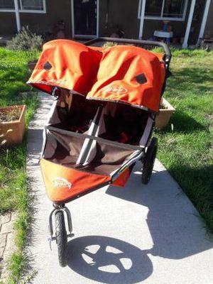 Bob duallie double stroller with swivel wheel