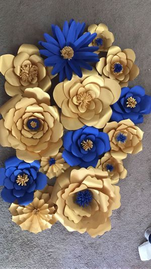 Giant paper flowers 🌺 (set of 15)