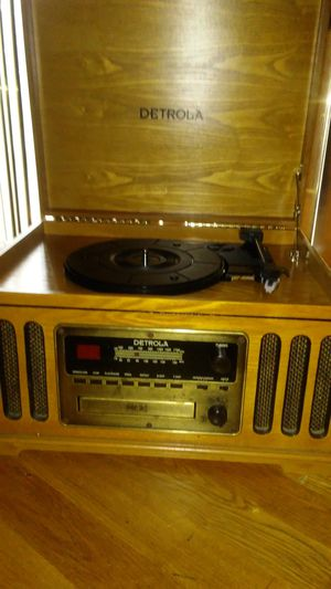 Detrola Record Player, Turntable,CD Player,Cassette Deck,AM/FM/Radio, Oak