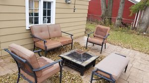 Outdoor furniture with bon fire