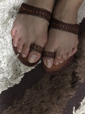 Causal wear sandals embroidered top flats size 8