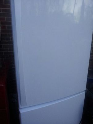 Like new French door refrigerator