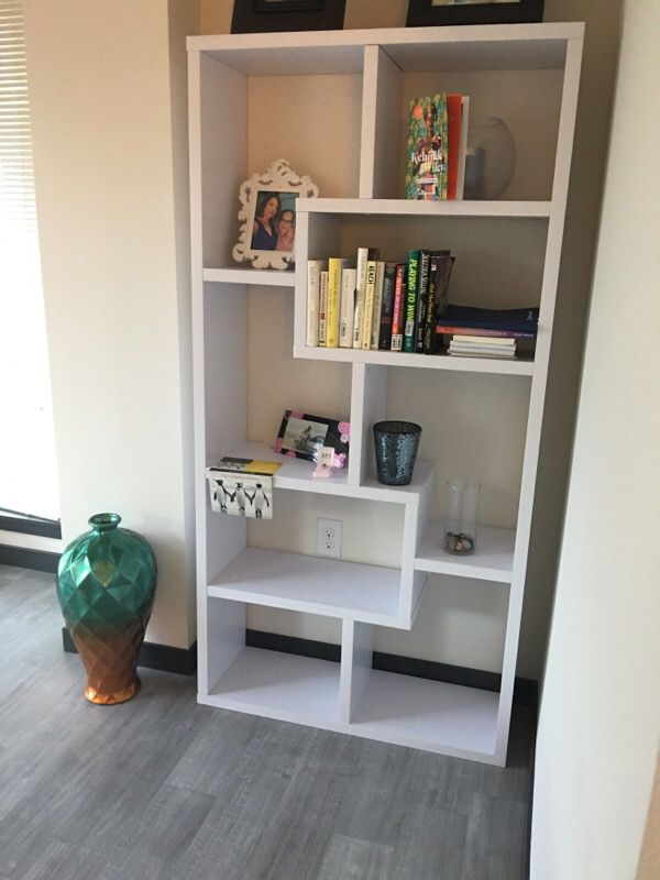 Book shelve furniture in bellevue wa offerup for Furniture in bellevue