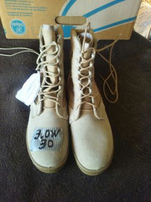 Military HOT WEATHER DESERT BOOTS..NWT.